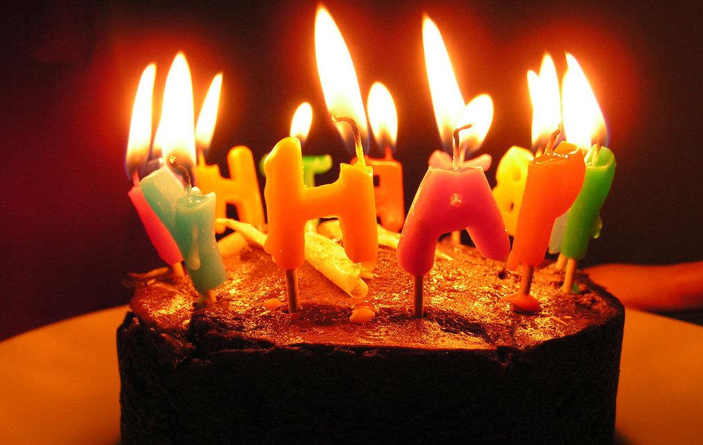 Bougie Anniversaire pourquoi souffle-t-on des bougies lors d'un anniversaire ?